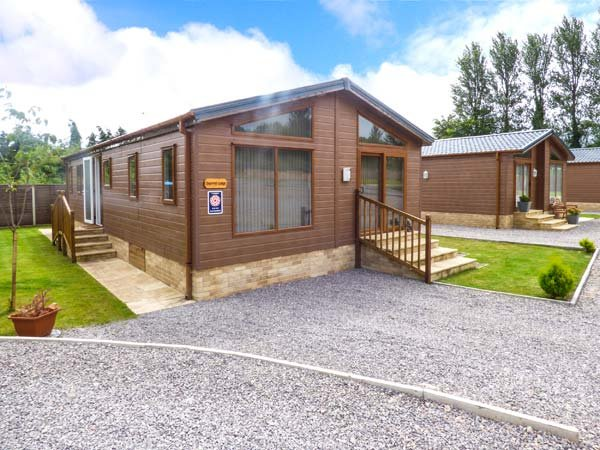 SQUIRREL LODGE AT WOODLANDS VIEW, all ground floor, lawned garden with patio - Image 1 - Coleford - rentals