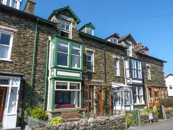 PARKGATE, mid-terrace, Lakeland stone cottage, woodburner, dogs welcome, in Windermere, Ref 931316 - Image 1 - Windermere - rentals