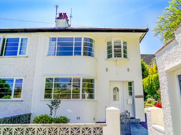 THE ART DECO HOUSE, semi-detached, close to coast, enclosed garden, luxury styling, Menai Bridge, Ref 932426 - Image 1 - Menai Bridge - rentals