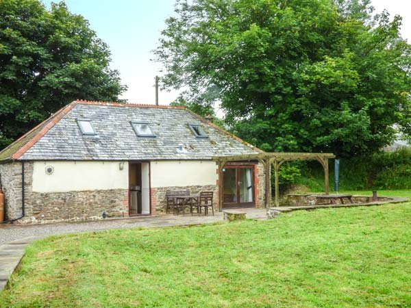 OAK BARN, woodburner, games room, patio area, Bradworthy, Ref 938175 - Image 1 - Bradworthy - rentals