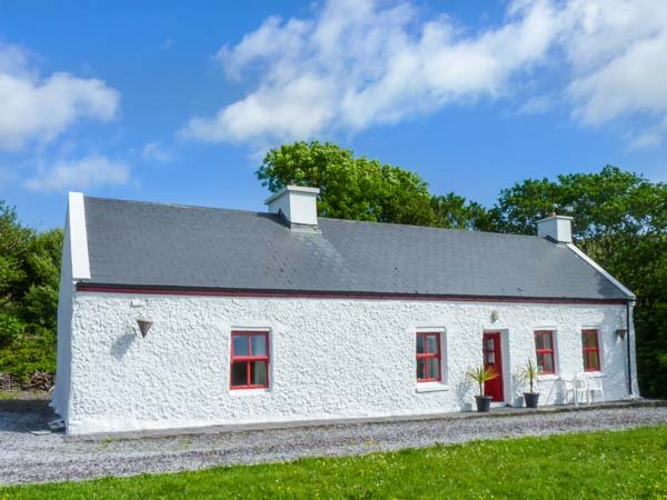 TROUT COTTAGE, all ground floor, close to fishing and golf, stunning countryside views, Waterville, Ref 939633 - Image 1 - Waterville - rentals