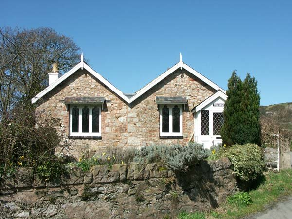 PABO LODGE, pet-friendly, character holiday cottage, with a garden in Llandudno, Ref 940405 - Image 1 - Llandudno - rentals