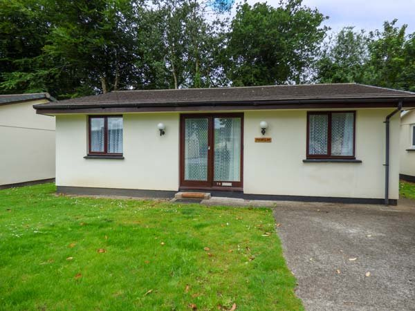 TREBELLAN, pet-friendly chalet on wooded holiday park with off road parking, in Liskeard, Ref 941523 - Image 1 - Liskeard - rentals