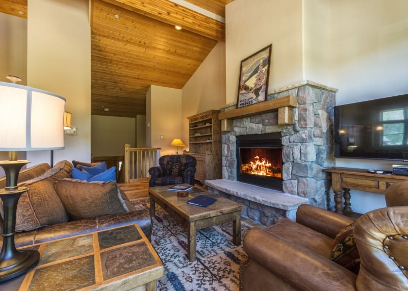 Campfire Mountain Home #9, beautifully remodeled with private hot tub! - Image 1 - Keystone - rentals