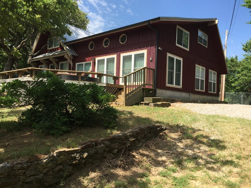 Large vacation home with 5 bedrooms. - Arbuckle Lake views,sleeps 13, near Turner Falls 5 bedrooms - Sulphur - rentals