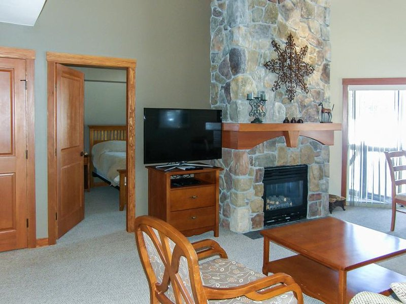 Corner ski-in/ski-out condo with a deck, views & a communal pool and hot tub! - Image 1 - Solitude - rentals