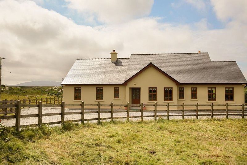 White Thorn House, Beaughaneen - Image 1 - Clifden - rentals