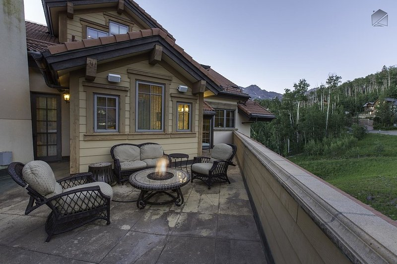 Penthouse condo right in the core with views of the slopes - Heritage Crossing Penthouse - Image 1 - Mountain Village - rentals