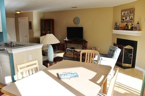 Canalfront 2BR with Wi-Fi - Buccaneer Village #313 - Image 1 - Manteo - rentals