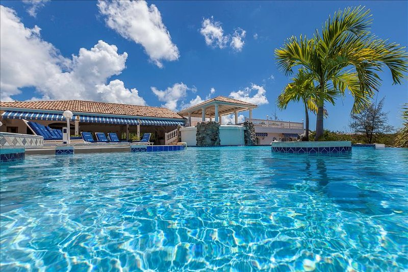 6 bedroom villa at short walk from beach - Image 1 - Terres Basses - rentals