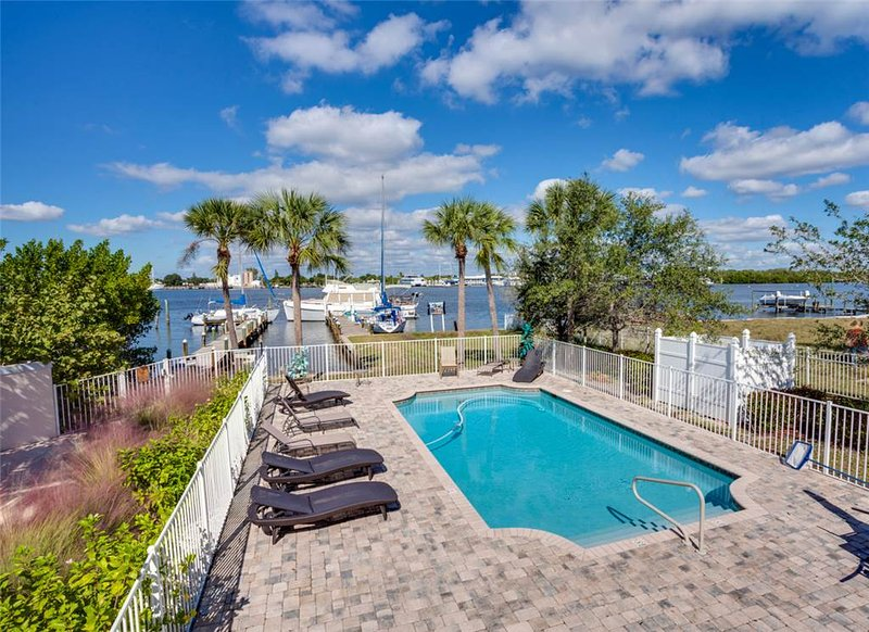 Delmar Flamingo, 3 Bedrooms, Bay Front, Pool, Elevator, WiFi, Sleeps 6 - Image 1 - Fort Myers Beach - rentals