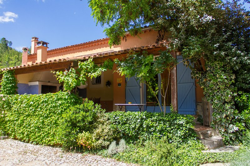 Private terrace and entrance - Gite du Laurier, Charming 1 Bedroom Cottage in Brignoles - Brignoles - rentals