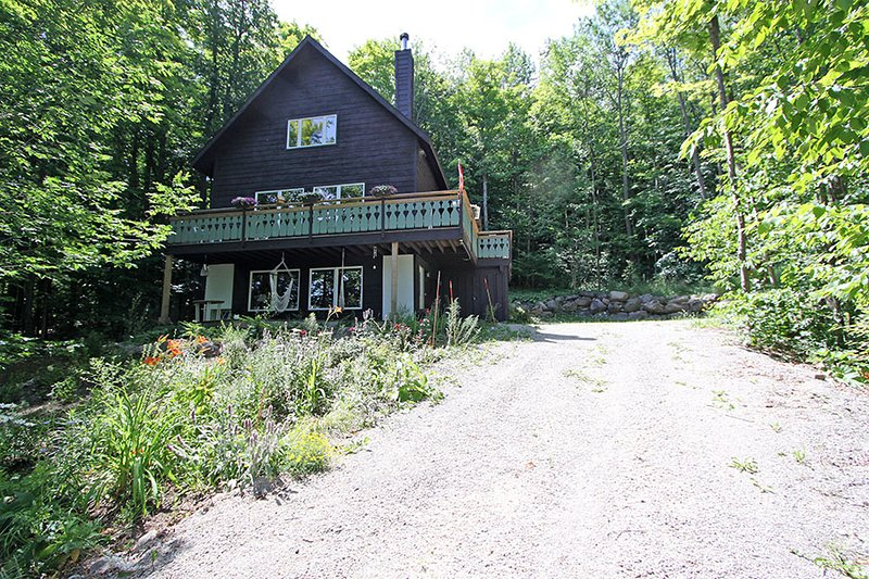 Mountain Chalet cottage (#1054) - Image 1 - Meaford - rentals