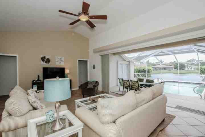 Stunning beach cottage decor  w/indoor/outdoor living space, private heated pool & incredible lake views! - Briarwood, 4BR/3BA, Pool Home w/gorgeous Lake views! - Naples - rentals