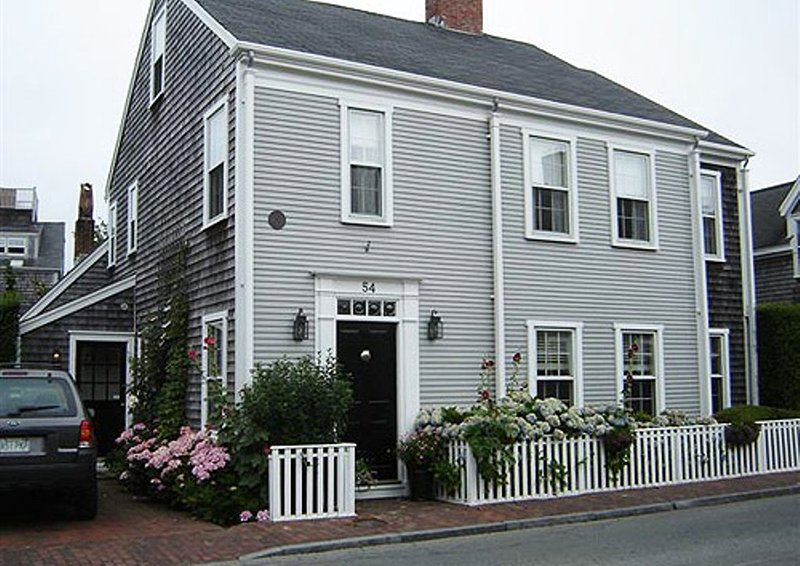 4 Bedroom 6 Bathroom Vacation Rental in Nantucket that sleeps 10 -(10335) - Image 1 - Nantucket - rentals
