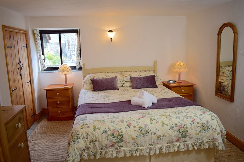 Wistaria's Lovely Master Bedroom - Wistaria Cottage, Hartland, North Devon - Hartland - rentals