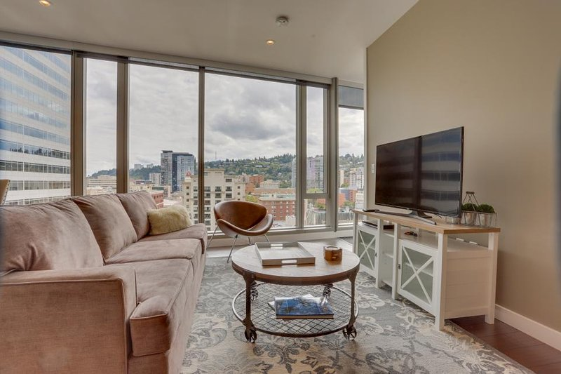 Luxury downtown condo w/ floor-to-ceiling windows & great views - dog friendly! - Image 1 - Portland - rentals