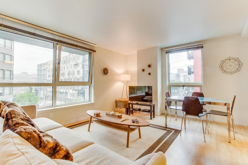 Stylish condo with modern decor, a rooftop terrace & gym - dogs OK! - Image 1 - Seattle - rentals