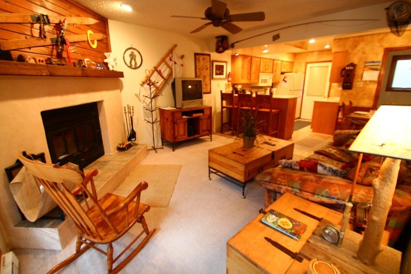 Grandview Townhouse #12 - In Town, King Bed, WiFi, Satellite TV - Image 1 - Red River - rentals