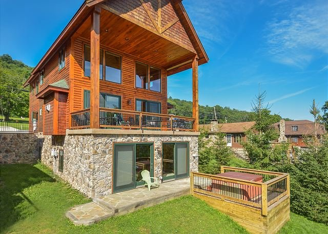 Exterior - Luxurious 4 Bedroom Lakefront Home w/ Private Dock & Close to Ski Slopes! - Oakland - rentals