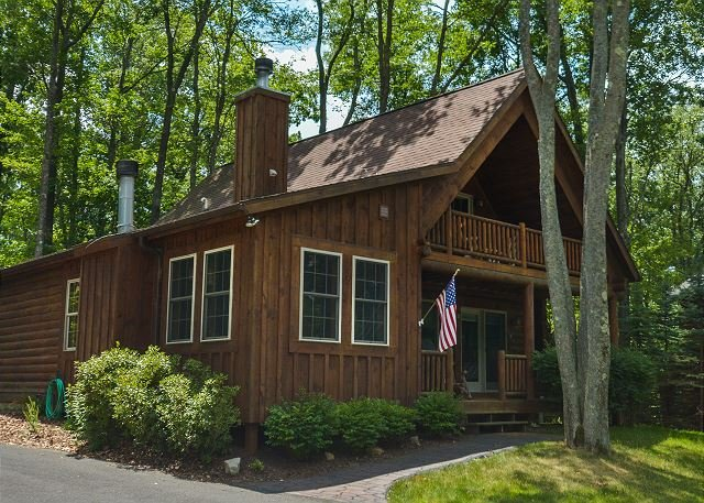 Exterior - Overflowing with Character, 3 Bedroom Log Home offers privacy & a hot tub! - Oakland - rentals