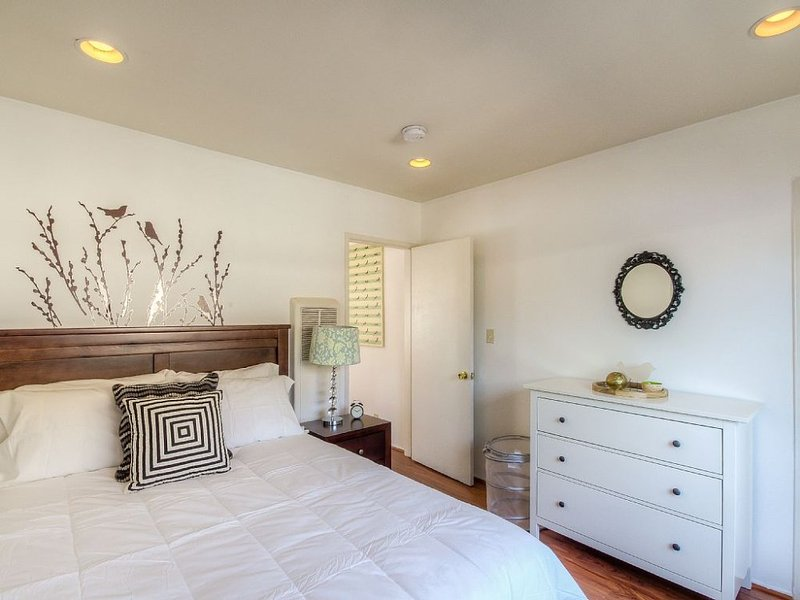 LOVELY 1 BEDROOM HOME IN VENICE BEACH - Image 1 - Venice Beach - rentals
