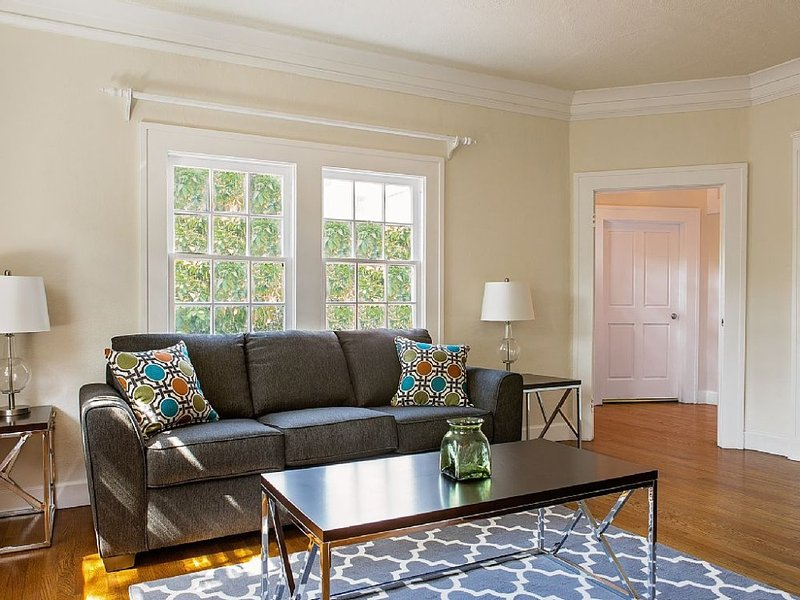 STUNNING 1 BEDROOM APARTMENT IN WEST HOLLYWOOD - Image 1 - West Hollywood - rentals