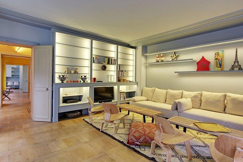 Splendid One Bedroom with Private Garden - Invalides - Image 1 - Paris - rentals