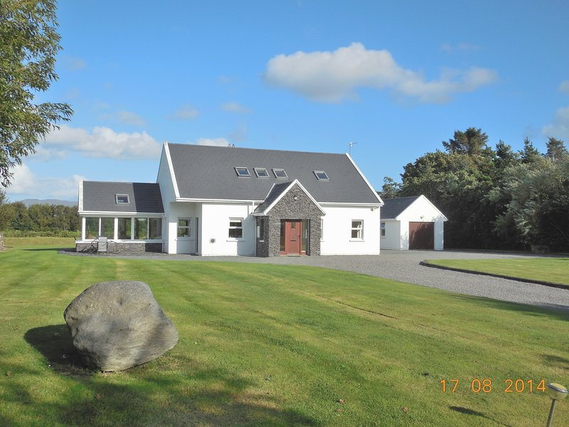 Waterville Wifi Luxury Selfcatering Holiday Home - Image 1 - Waterville - rentals