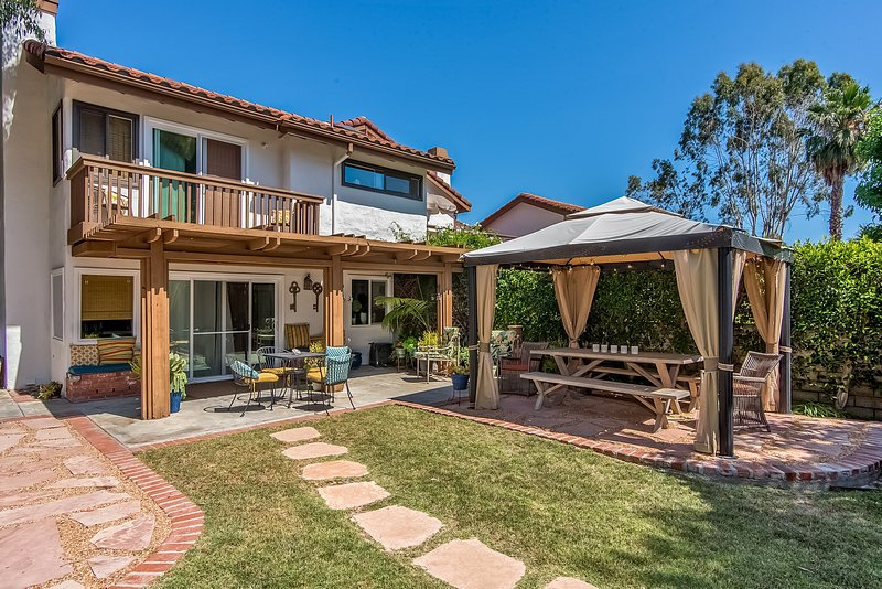 Enjoy your stay at this charming San Clemente Villa - Town home with yard, tennis courts, A/C and more! - San Clemente - rentals