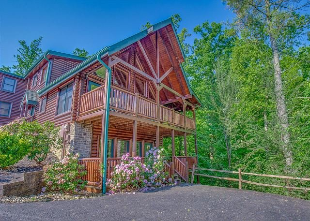 CRAZY Summer Special from $169!!! Luxurious 3BR Gatlinburg Cabin. Sleeps 10. - Image 1 - Gatlinburg - rentals