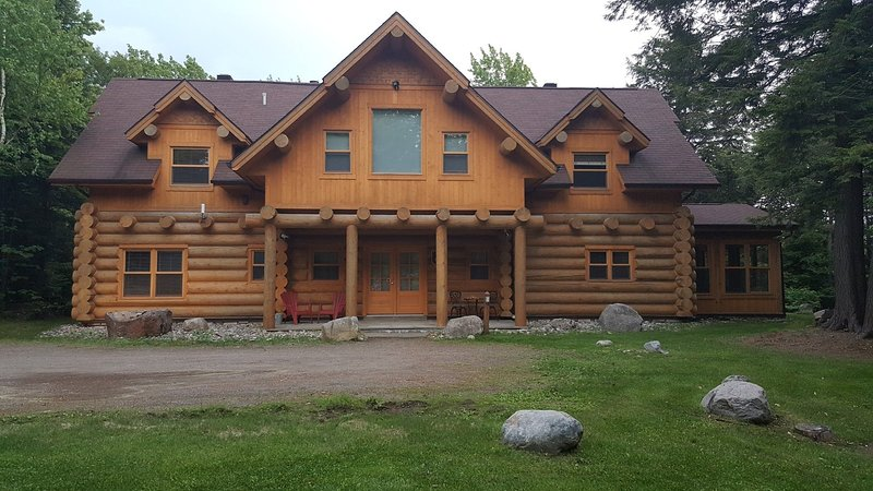 ChaletsOasis luxury lakeside log home - Image 1 - Saint Sauveur des Monts - rentals