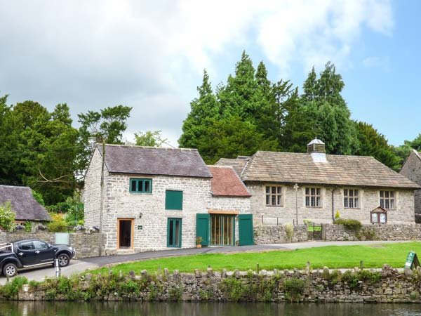 FIRE BRIGADE BARN, one bedroom, WiFi, pet-friendly, in Tissington, Ref 932417 - Image 1 - Tissington - rentals