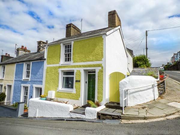 TY CHANDOS, coastal end-terrace cottage, pet-friendly, WiFi, in Borth-y-Gest, Ref 940318 - Image 1 - Borth-y-Gest - rentals