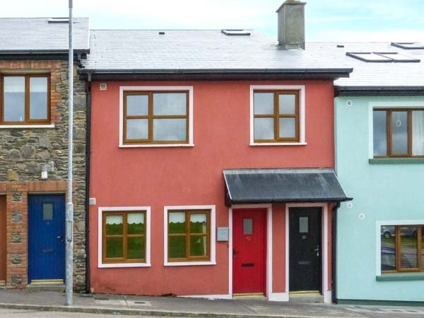 AOIBHNEAS, romantic and spacious ground floor apartment, close to shops and pubs, in Dingle, Ref 940323 - Image 1 - Dingle - rentals