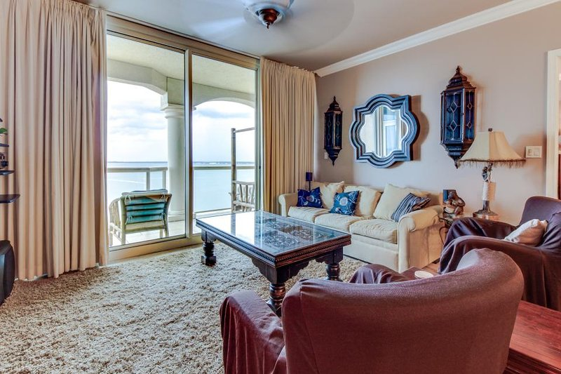 Luxurious 19th floor waterfront condo with a communal pool, hot tub & tennis! - Image 1 - Pensacola Beach - rentals