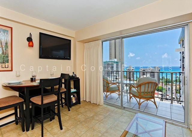 Sweet Ocean View, central A/C, 5 min. walk to beach!  Sleeps 4. - Image 1 - Waikiki - rentals