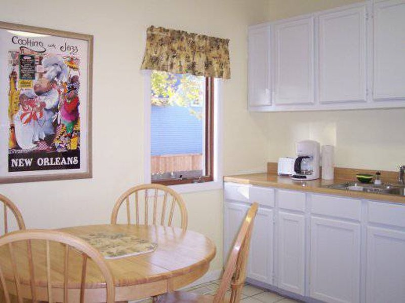 BEAUTIFULLY FURNISHED, CLEAN AND COZY 2 BEDROOM, 1 BATHROOM UNIT - Image 1 - Forest Park - rentals