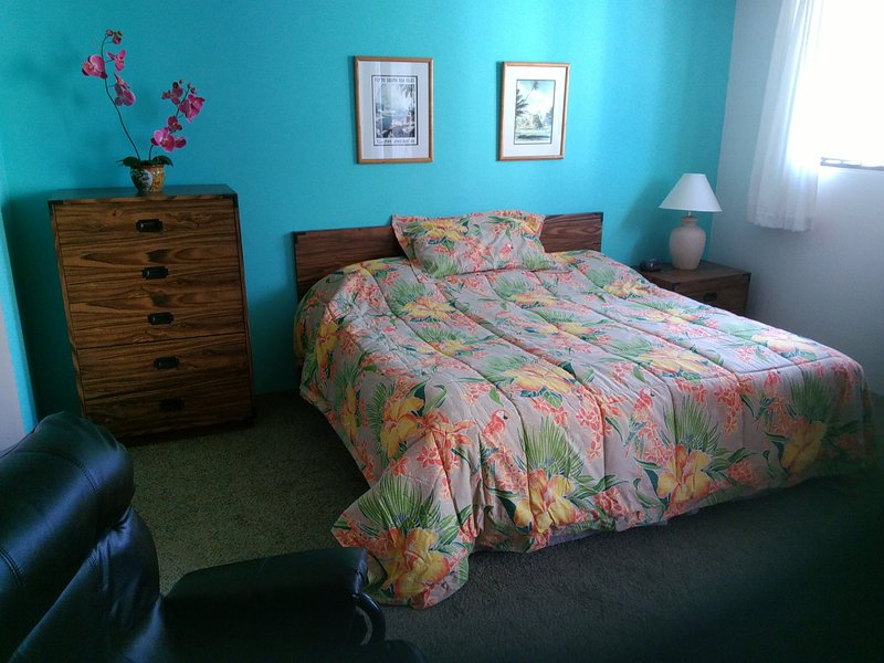 Comfy King Bed  Free Parking ~ Everyday! - Gary's Place Waikiki ~ Location/Free Parking! - Honolulu - rentals