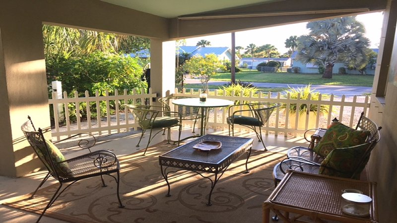 Outdoor living for all to enjoy on private covered patio - Updated Home, Quiet Friendly Area, Great Location - Stuart - rentals