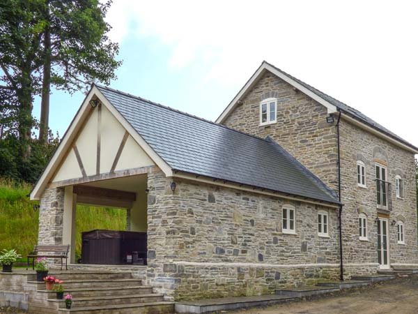THE OLD MILL, luxury stone-built detached former mill, next to farm, with hot tub, Llandrindod Wells, Ref 915921 - Image 1 - Llandrindod Wells - rentals