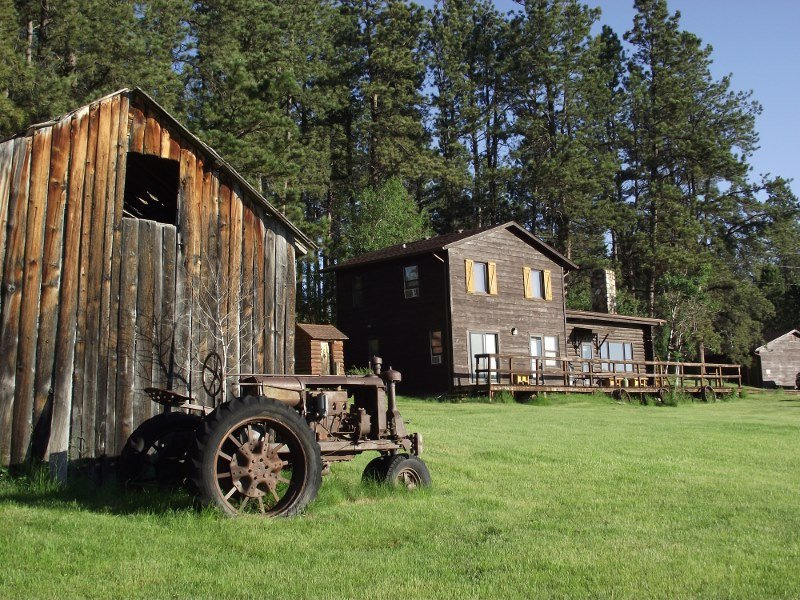 barn view - 5 Bdr Historic Getaway (Sky View Cabin )Custer SD - Custer - rentals