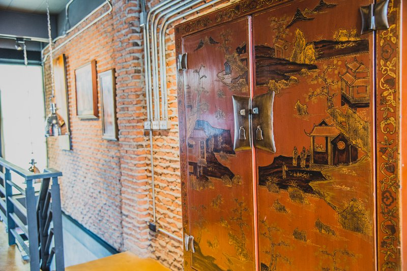 "I have two town houses in the ""old city"" both with numerous exposure in international magazines - old city Town House SUNDAY WALKING STREET sleeps 4 - Chiang Mai - rentals"
