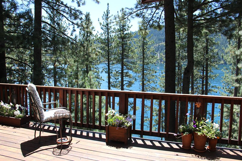 You can almost touch the Cool Waters of Donner Lake from our peaceful home. - Steps away from Beautiful Donner Lake ,Truckee Ca. - Truckee - rentals