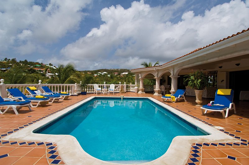 Beautiful Deluxe within walking distance of Orient Bay - Image 1 - Willemstad - rentals