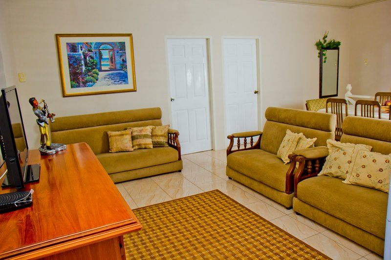 Living Room Area - 5 Bedroom Apartment Windy - Caroni - rentals