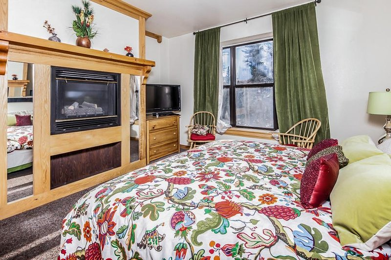 Cozy ski lodge w/ jetted tub, shared pool, hot tub, & sauna! - Image 1 - Brian Head - rentals