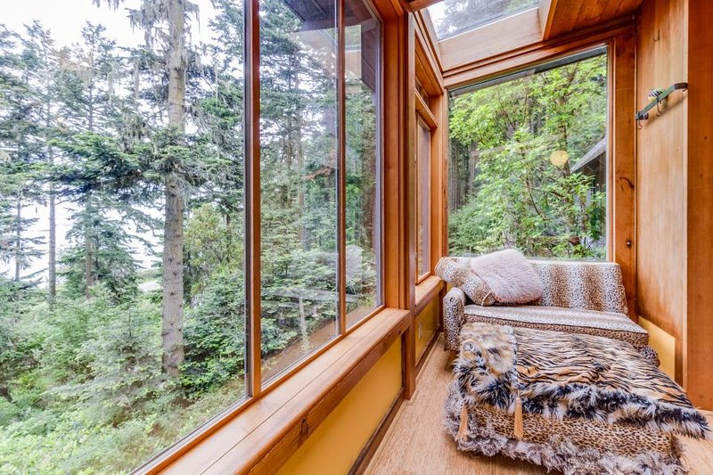 Island getaway with ocean view, tranquil landscape & outdoor fire pit - Image 1 - Lopez Island - rentals