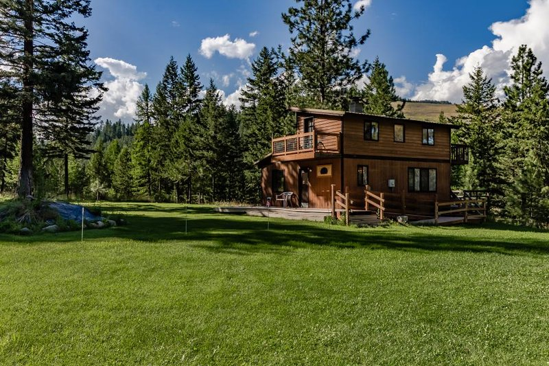 Ski in / ski out of this quiet wilderness home on 42 acres near Salmon Creek! - Image 1 - Conconully - rentals
