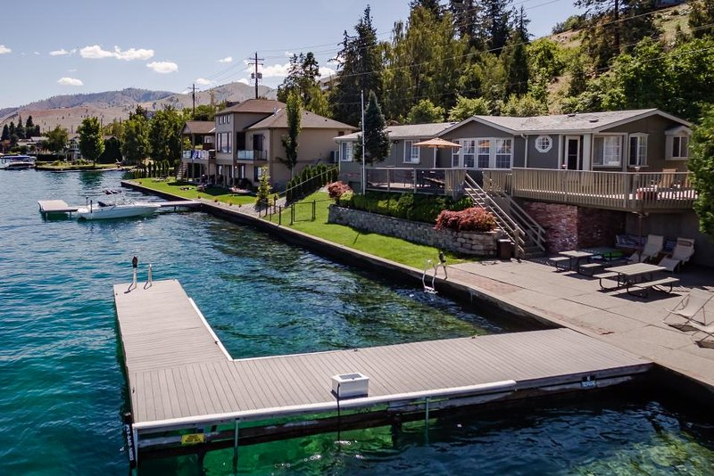 Cozy, dog-friendly lakefront home with expansive deck, patio and private dock! - Image 1 - Chelan - rentals